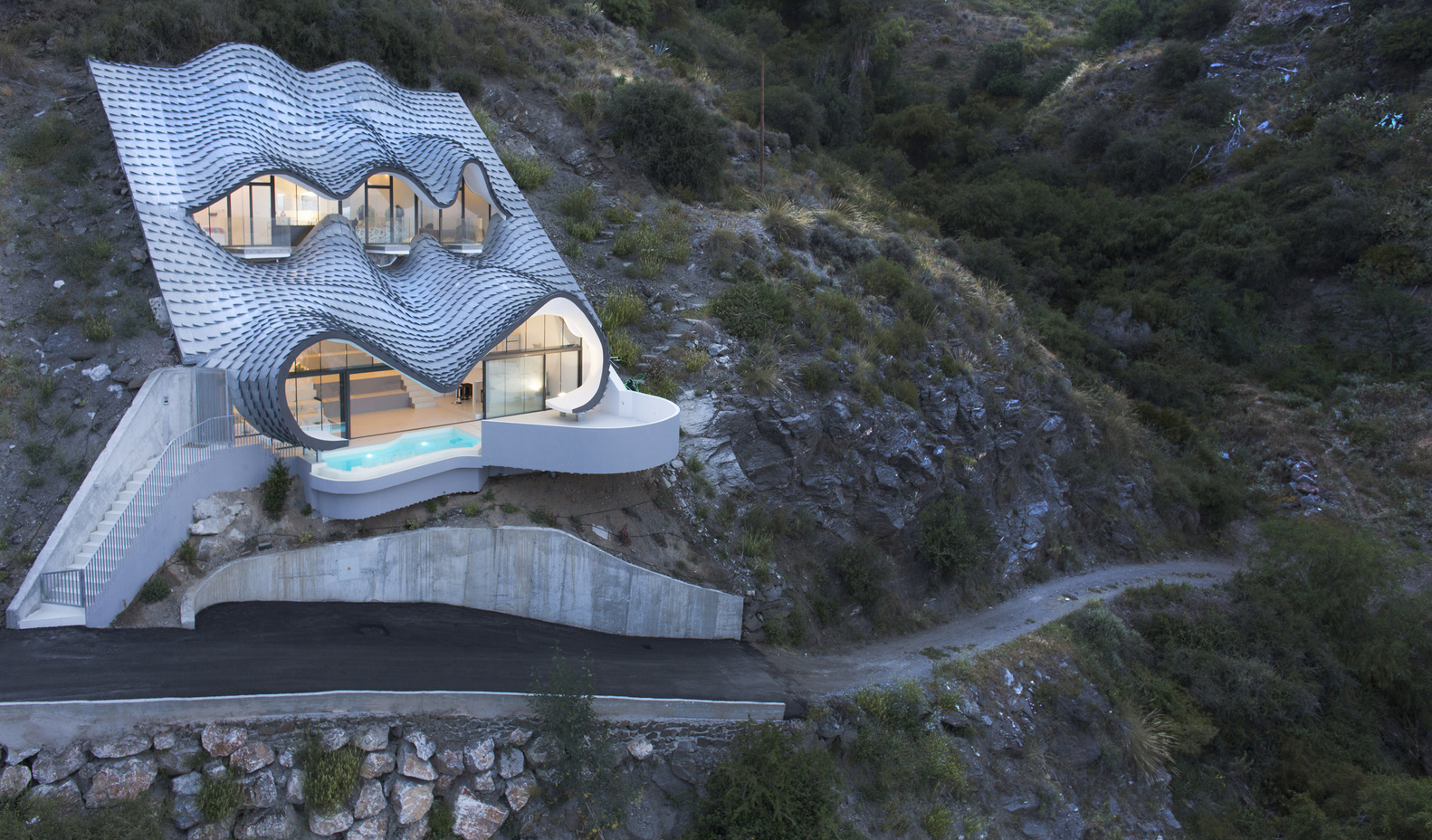 PORTADA_GilBartolome_-_house_on_the_Cliff_2