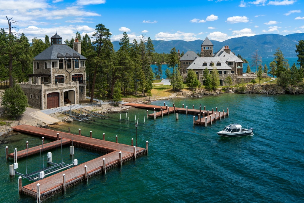 Most luxurious vacation homes for sale in america for Houses for sale shelter island