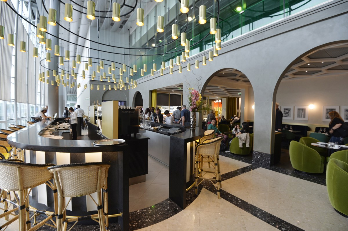Paris boasts world 39 s best airport fine dining restaurant for Paris restaurant