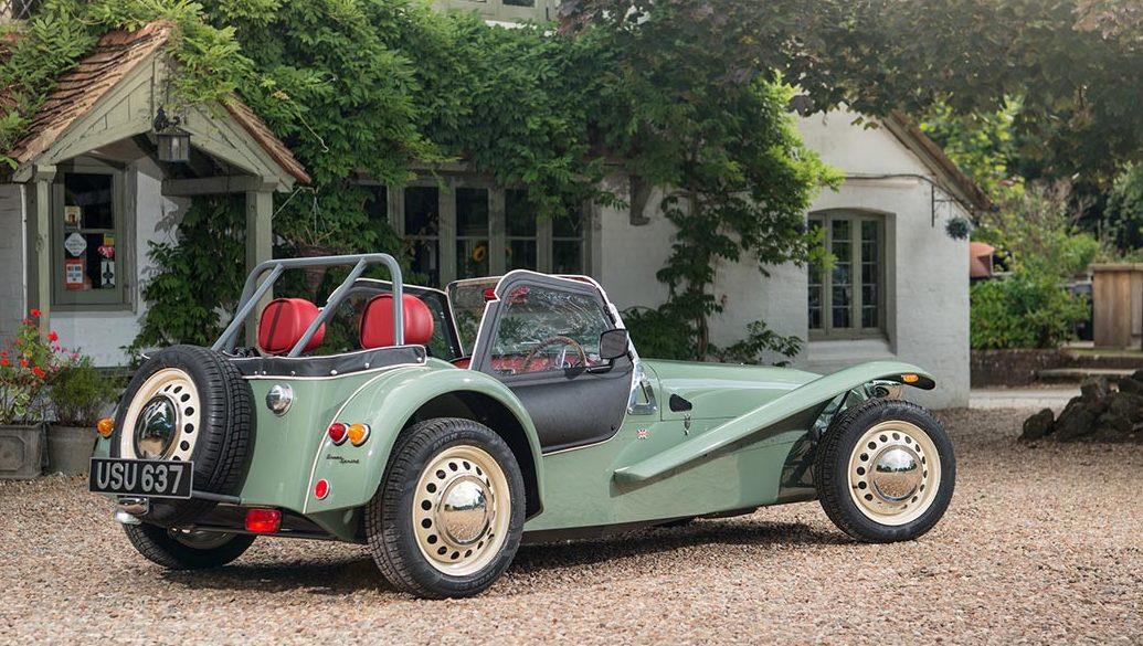 The New Caterham Seven Sprint Is a Beautiful Little Sports Car