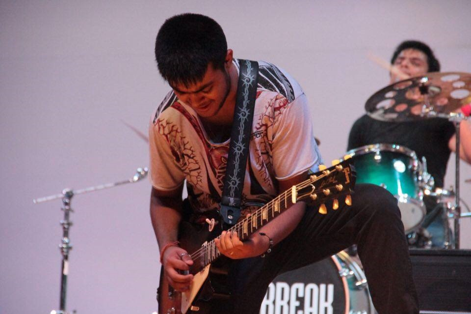 A Teenager Named Nirvana Is the Fastest Guitar Player in the World
