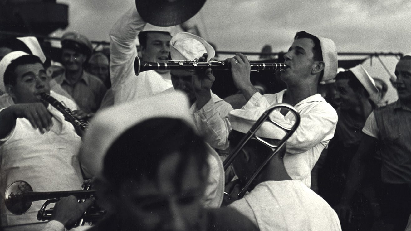 Fons Iannelli Captures Everyday Life in WWII Navy and Post-War America
