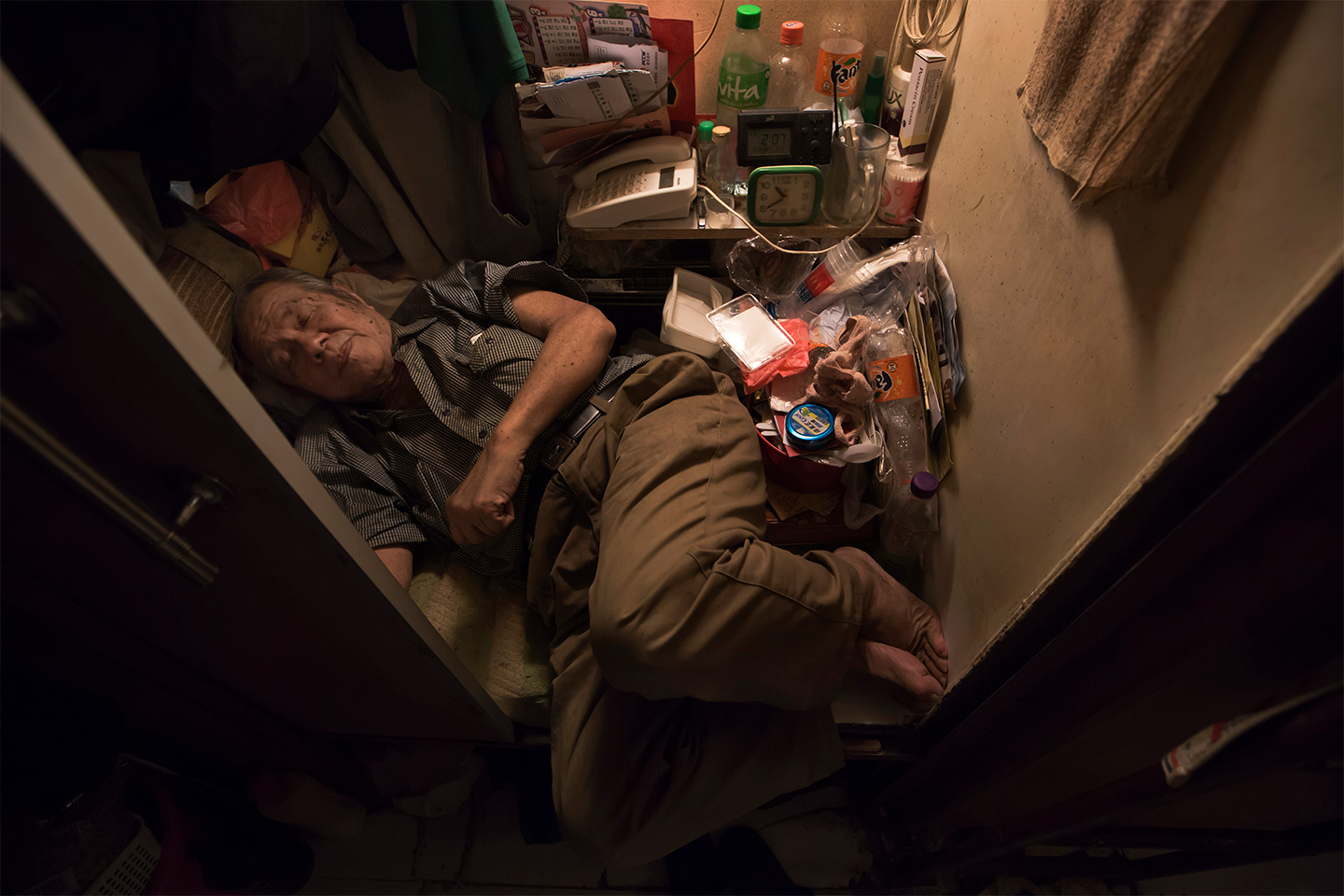 Exploring The Tiny Coffin Homes Of Hong Kong - 10 shocking photos inside hong kongs coffin cubicles