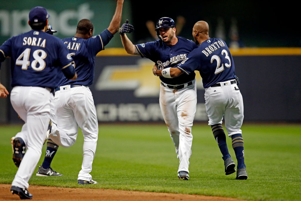 Brewers and Dodgers Both Win to Open MLB's NL Division Series